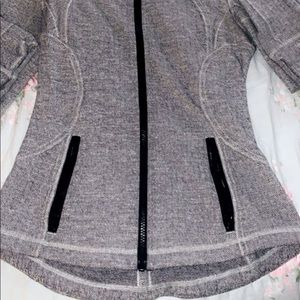 LuluLemon Size6 athletic jacket  grey and black💕